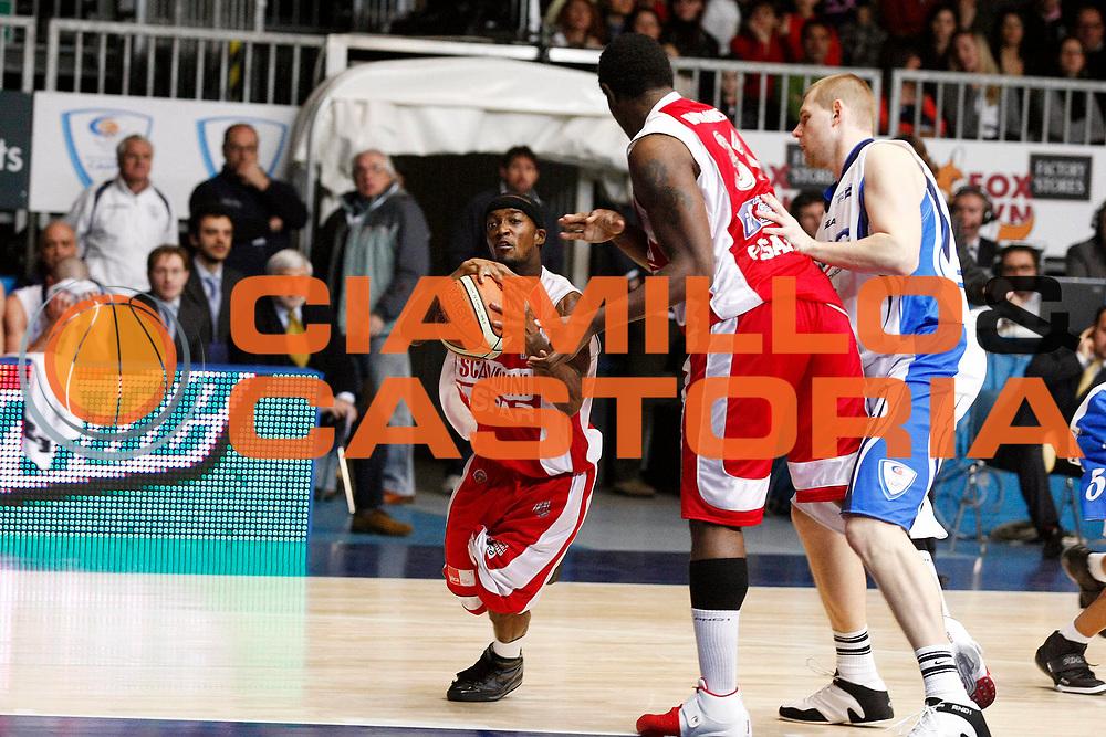 DESCRIZIONE : Cantu Lega A 2009-10 NGC Medical Cantu Scavolini Spar Pesaro<br /> GIOCATORE : Eric Williams Marques Green<br /> SQUADRA : Scavolini Spar Pesaro<br /> EVENTO : Campionato Lega A 2009-2010 <br /> GARA : NGC Medical Cantu Scavolini Spar Pesaro<br /> DATA : 28/02/2010<br /> CATEGORIA : Palleggio Passaggio<br /> SPORT : Pallacanestro <br /> AUTORE : Agenzia Ciamillo-Castoria/G.Cottini<br /> Galleria : Lega Basket A 2009-2010 <br /> Fotonotizia : Cantu Campionato Italiano Lega A 2009-2010 NGC Medical Cantu Scavolini Spar Pesaro<br /> Predefinita :