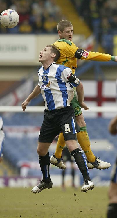 Photo: Aidan Ellis.<br /> Sheffield Wednesday v Norwich City. Coca Cola Championship. 15/04/2006.<br /> Norwich's Carl Robinson out jumps Sheffield's Buton O'Brien