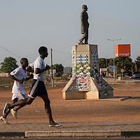 06/03/2014. Bissau. Guinée Bissau. Statue de Amilcar Cabral inaugurée par l'ambassadeur de Cuba et Carlos Gomes Junior en 2009. ©Sylvain Cherkaoui