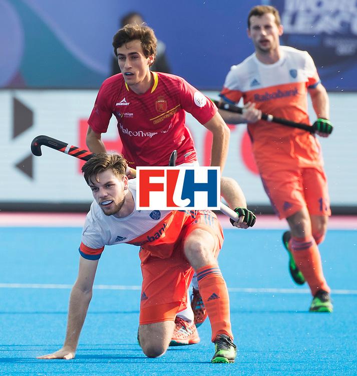 BHUBANESWAR -  Lars Balk (Ned)  tijdens  de Hockey World League Final wedstrijd Nederland-Spanje (2-3).  COPYRIGHT  KOEN SUYK