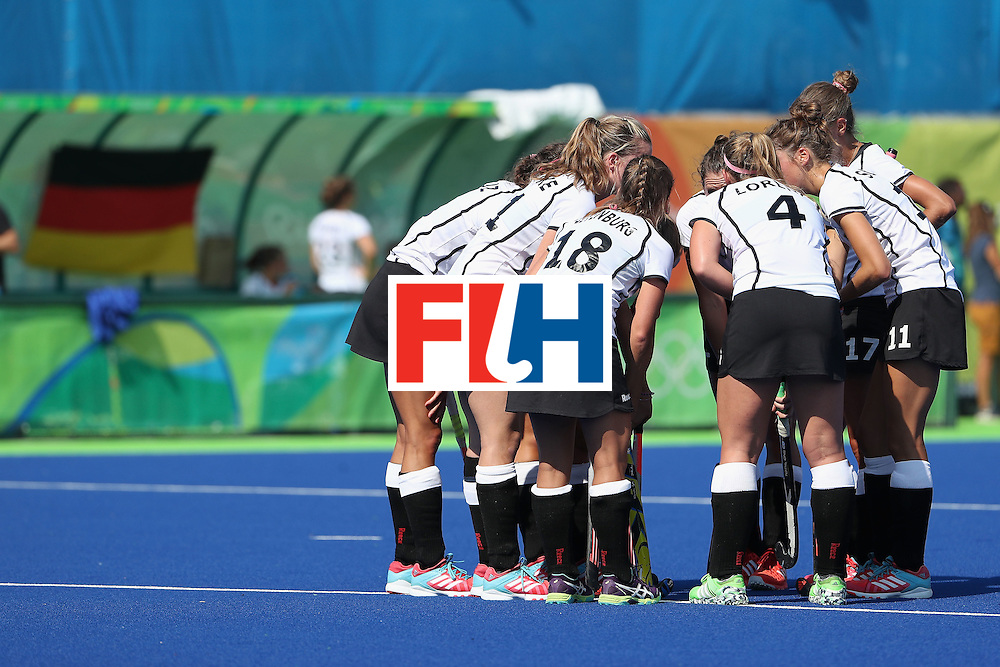 RIO DE JANEIRO, BRAZIL - AUGUST 15:  Germany huddles up during the quarter final hockey game against United States on Day 10 of the Rio 2016 Olympic Games at the Olympic Hockey Centre on August 15, 2016 in Rio de Janeiro, Brazil.  (Photo by Christian Petersen/Getty Images)