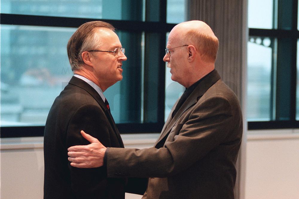 10 JAN 2000, BERLIN/GERMANY:<br /> Hans Eichel, SPD, Bundesfinanzminister, und Peter Struck, SPD Fraktionsvorsitzender, begrüßen sich vor Beginn der Sitzung des SPD Präsidiums, Willy-Brandt-Haus<br /> IMAGE: 20000110-01/01-21
