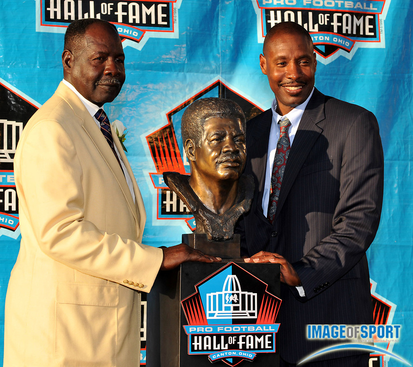 Aug 2, 2008; Canton, OH, USA; Emmitt Thomas, left, poses with son and presenter Derek Thomas at the Pro Football Hall of Fame enshrinement at Fawcett Stadium. Mandatory Credit: Kirby Lee/Image of Sport-US PRESSWIRE