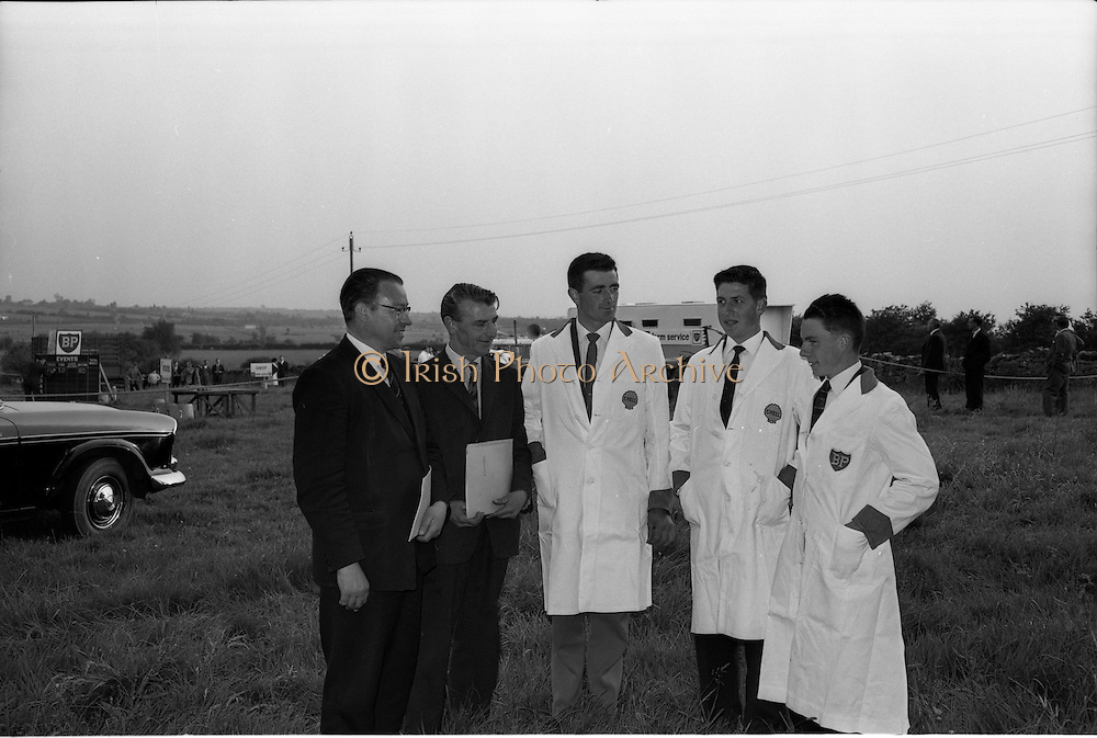 2/07/1963<br /> 07/02/1963<br /> 02 July 1963<br /> Macra na Feirme/Irish Shell and BP Ltd. Farm Tasks Competitions Connacht Finals at Strokestown, Co. Roscommon. The competition was won by a team from Strokestown Branch representing Roscommon. Photo shows members of the Sligo team (l-r) Mr J. Brett, Connacht Petroleum Co.; Mr W.J. O'Malley, Irish Shell and BP (Sligo) and team members Gordon Kilgallan; Tommy Scott and Marcus McCann.