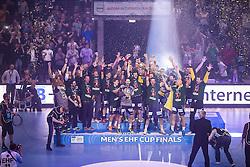 Berlin, Deutschland, 17.05.2015:<br />Handball EHF Pokal Finale 2014 / 2015 - Fuechse Berlin - HSV Hamburg - EHF CUP Finals 2014/15.<br /><br />Die Füchse Berlin bejubeln den Gewinn des EHF-Pokals *** Local Caption *** © pixathlon
