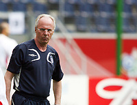 Photo: Chris Ratcliffe.<br /> England training session. FIFA World Cup 2006. 09/06/2006.<br /> Sven Goran Eriksson in training before the game tomorrow.