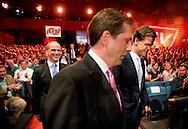 In de Erasmus Universiteit in Rotterdam binden lijsttrekkers Mark Rutte (VVD), Diederik Samsom (PvdA), Geert Wilders (PVV), Emile Roemer (SP), Sybrand van Haersma Buma (CDA) en Alexander Pechtold (D66) de strijd met elkaar aan in het traditionele Erasmusdebat.