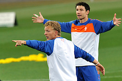 10.07.2010, Soccer City Stadium, Johannesburg, RSA, FIFA WM 2010, Training Niederlande im Bild Dirk Kuyt e Mark Van Bommel, EXPA Pictures © 2010, PhotoCredit: EXPA/ InsideFoto/ Perottino *** ATTENTION *** FOR AUSTRIA AND SLOVENIA USE ONLY! / SPORTIDA PHOTO AGENCY