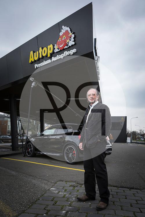 SCHWEIZ - ZÜRICH - Beat Meyerstein, Gründer der Autop-Autowasch AG, bei der Autowaschstrasse Tiefenbrunnen - 25. März 2015 © Raphael Hünerfauth - http://huenerfauth.ch