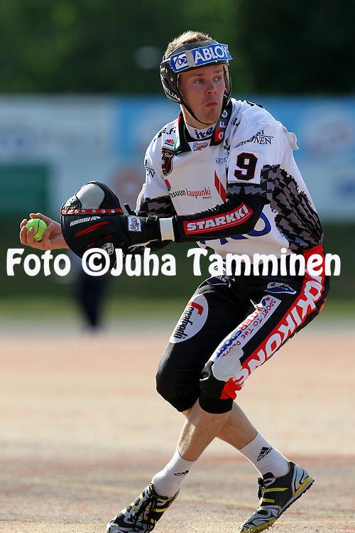 14.6.2011, Kouvola..Superpesis 2011, Kouvolan Pallonly?j?t  - Joensuun Maila..Ville Ikonen - JoMa...