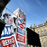 Nederland, Amsterdam , 5 mei 2011..Opbouw podium van bevrijdingsfestival op de Dam..Foto:Jean-Pierre Jans