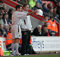 Photo: Lee Earle.<br /> Southampton v Hull City. Coca Cola Championship. 04/11/2006. Hull's new coach Phil Brown (L) and manager Phil Parkinson talk tactics.