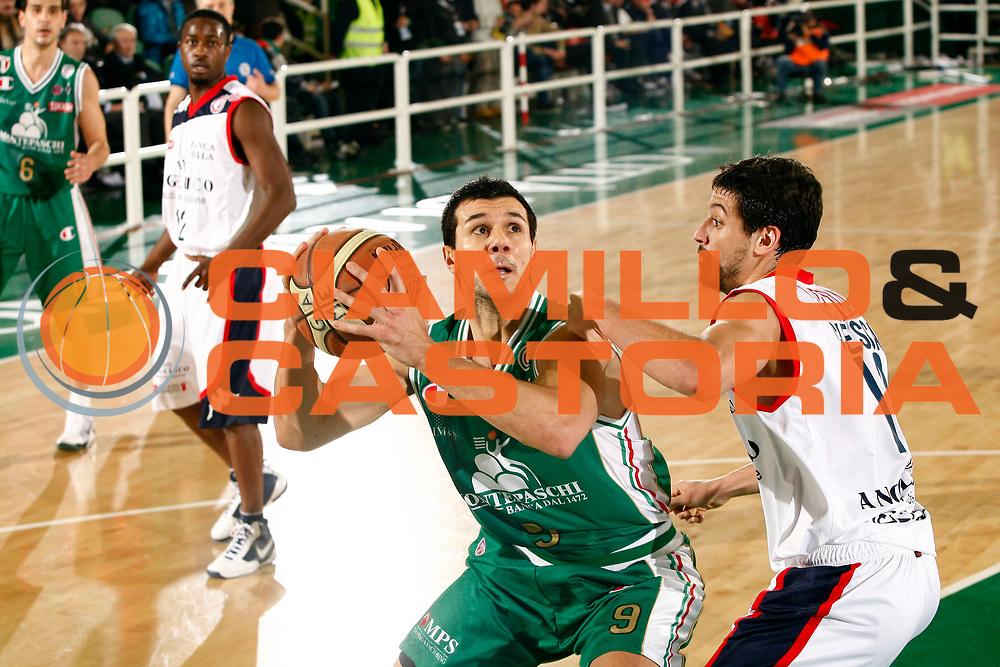 DESCRIZIONE : Avellino Final 8 Coppa Italia 2010 Semifinale Montepaschi Siena Angelico Biella<br /> GIOCATORE : Marco Carraretto<br /> SQUADRA : Montepaschi Siena<br /> EVENTO : Final 8 Coppa Italia 2010 <br /> GARA : Montepaschi Siena Angelico Biella<br /> DATA : 20/02/2010<br /> CATEGORIA : penetrazione<br /> SPORT : Pallacanestro <br /> AUTORE : Agenzia Ciamillo-Castoria/P.Lazzeroni<br /> Galleria : Lega Basket A 2009-2010 <br /> Fotonotizia : Avellino Final 8 Coppa Italia 2010 Semifinale Montepaschi Siena Angelico Biella<br /> Predefinita :