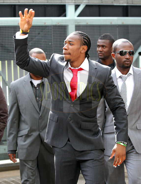 © Andrew Fosker / Seconds Left Images 2012 - Yohan Blake - Jamaican Olympic Spinter - ' The Beast' acknowledges the admiring supporters cheers at  England v South Africa - 3rd Investec Test Match - Day 1 - Lord's Cricket Ground - 16/08/2012 - London - UK - All rights reserved