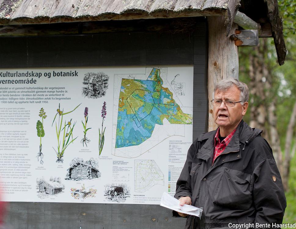 Asbjørn Moen, botaniker. Ekskusjon ved Sølendet naturreservat ved Røros, hvor han og kollegaene har forsket på ville orkideer og slåttemark i rundt 40 år.