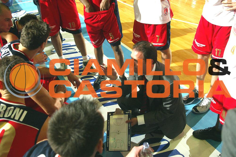 DESCRIZIONE : Faenza Lega A2 2005-06 Andrea Costa Imola Curtiriso Casale Monferrato <br /> GIOCATORE : Gramenzi Team Casale Monferrato Timeout <br /> SQUADRA : Curtiriso Casale Moferrato <br /> EVENTO : Campionato Lega A2 2005-2006 <br /> GARA : Andrea Costa Imola Curtiriso Casale Monferrato <br /> DATA : 22/12/2005 <br /> CATEGORIA : <br /> SPORT : Pallacanestro <br /> AUTORE : Agenzia Ciamillo-Castoria/M.Marchi