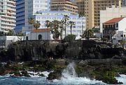 Spanien, Kanarische Inseln, Teneriffa..Puerto de la Cruz, Blick vom Meer auf Felsenküste mit San Telmo und Hotels..|..Spain, Canary Islands, Tenerife..Puerto de la Cruz, view on rocky shore and San Telmo and hotels