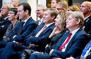 THE HAGUE - Edith Schippers, Minister of Health, Welfare and Sport, King Willem-Alexander and Lodewijk Asscher, Minister of Social Affairs and Employment, during the reopening of the building The Resident, which the Ministry of Health, Welfare and Sport and the Ministry of Social Affairs and Employment are located. COPYRIGHT ROBIN UTRECHT DEN HAAG - Edith Schippers, minister van Volksgezondheid, Welzijn en Sport, Koning Willem-Alexander en Lodewijk Asscher, minister van Sociale Zaken en Werkgelegenheid, tijdens de heropening van het gebouw De Resident, waarin het ministerie van Volksgezondheid, Welzijn en Sport en het ministerie van Sociale Zaken en Werkgelegenheid zijn gevestigd. COPYIGHT ROBIN UTRECHT