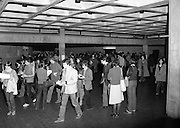 New Students At UCD.   (M94)..1979..08.10.1979..10.08.1979..8th October 1979..At the arts block of U.C.D.Belfield ,Dublin the new influx of students registered and toured the building before the got down to the serious work of study..Image shows the new students circulating around the Arts Block at UCD.