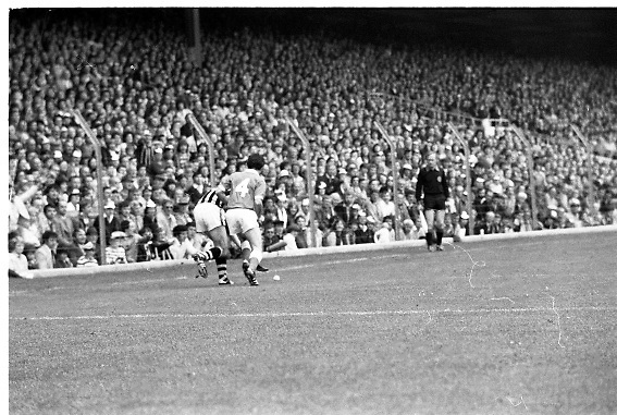 All Ireland Hurling Final - Cork vs Kilkenny.05.09.1982.09.05.1982.5th September 1982.Players battle for possession along the sideline.