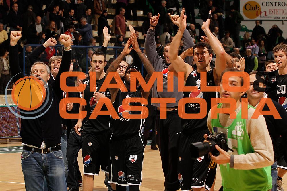 DESCRIZIONE : Siena Lega A 2011-12 Montepaschi Siena Pepsi Caserta<br /> GIOCATORE : Alex Righetti Andre Smith Aaron Donerkamp Giuliano Maresca Massimiliano Oldoini<br /> CATEGORIA : esultanza coach<br /> SQUADRA : Pepsi Caserta<br /> EVENTO : Campionato Lega A 2011-2012<br /> GARA : Montepaschi Siena Pepsi Caserta<br /> DATA : 23/10/2011<br /> SPORT : Pallacanestro<br /> AUTORE : Agenzia Ciamillo-Castoria/P.Lazzeroni<br /> Galleria : Lega Basket A 2011-2012<br /> Fotonotizia : Siena Lega A 2011-12 Montepaschi Siena Pepsi Caserta  <br /> Predefinita :
