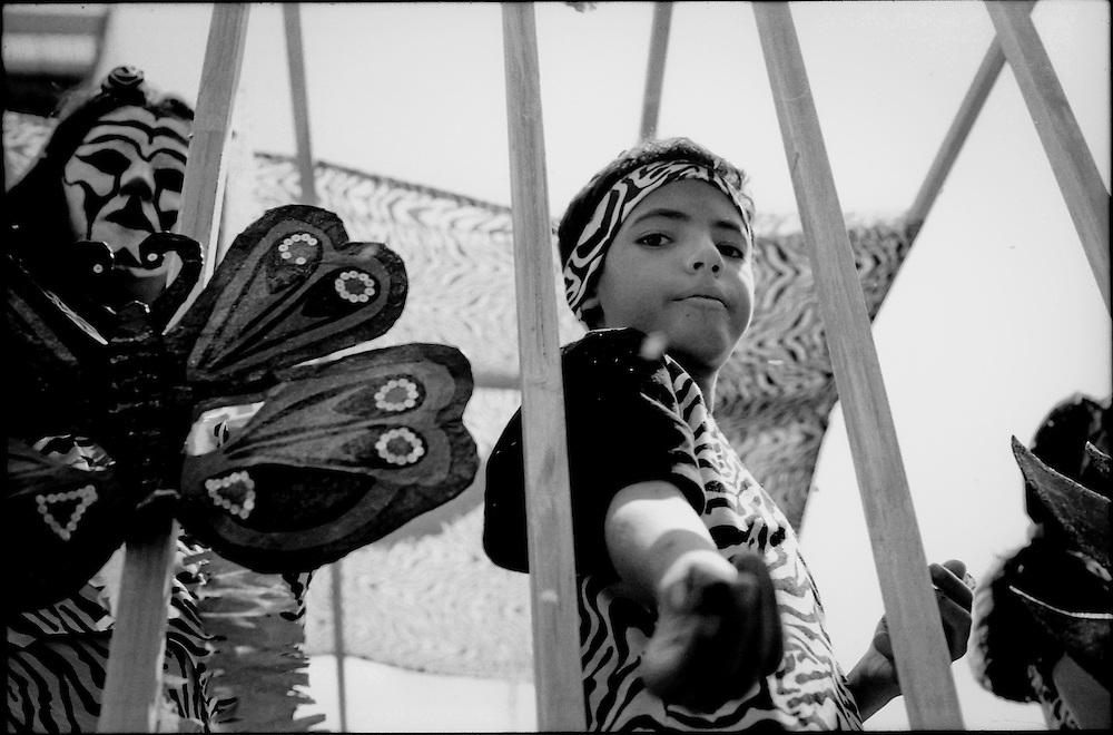 NI—OS DE PORAI - Homenaje a Mariano Diaz.Photography by Aaron Sosa.Carnavales de Caracas.Caracas - Venezuela 2005.(Copyright © Aaron Sosa)