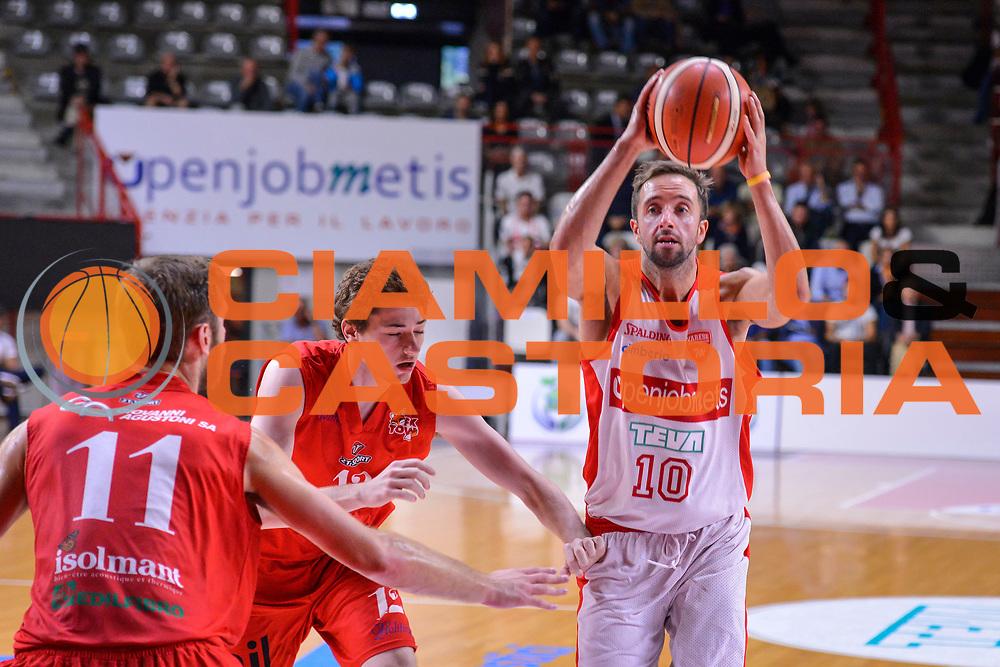 DESCRIZIONE : Varese Lega A 2015-16 Openjobmetis Varese - Sam Massagno<br /> GIOCATORE : Cavaliero Daniele<br /> CATEGORIA : Tiro<br /> SQUADRA : Openjobmetis Varese <br /> EVENTO : Precampionato Lega A 2015-2016<br /> GARA : Openjobmetis Varese Sam Massagno<br /> DATA : 26/04/2015<br /> SPORT : Pallacanestro<br /> AUTORE : Agenzia Ciamillo-Castoria/M.Ozbot<br /> Galleria : Precampionato Lega A 2015-2016<br /> Fotonotizia: Varese Lega A 2015-16 Openjobmetis Varese - Sam Massagno
