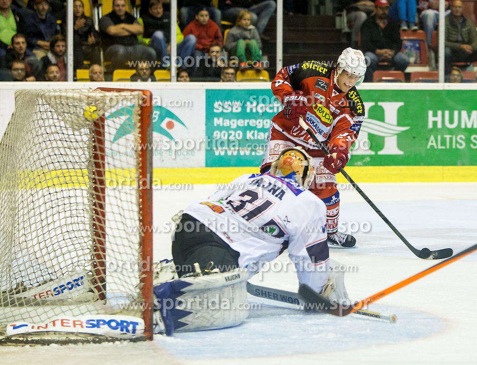 19.09.2014, Stadthalle, Klagenfurt, AUT, EBEL, EC KAC vs Fehervar AV19, 4. Runde, im Bild Rajna Miklos (Fehervar AV19, #31), Thomas Hundertpfund (EC KAC, #27), Jeff LoVeccio (Fehervar AV19, #75) // during the Erste Bank Icehockey League 4th round match betweeen EC KAC and Fehervar AV19 at the City Hall in Klagenfurt, Austria on 2014/09/19. EXPA Pictures © 2014, PhotoCredit: EXPA/ Gert Steinthaler