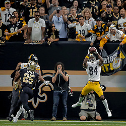Dec 23, 2018; New Orleans, LA, USA; Pittsburgh Steelers wide receiver Antonio Brown (84) catches a touchdown against the New Orleans Saints during the second half at the Mercedes-Benz Superdome. Mandatory Credit: Derick E. Hingle-USA TODAY Sports