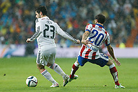 Real Madrid´s Isco (L) and Atletico de Madrid´s Juanfran during Spanish King´s Cup match at Santiago Bernabeu stadium in Madrid, Spain. January 15, 2015. (ALTERPHOTOS/Victor Blanco)