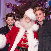 NLD/Hilversum /20131210 - Sky Radio Christmas Tree For Charity 2013, Ruud Feltkamp en Winston Post en de kerstman