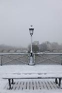France. Paris. Art bridge on the  Seine river  under the snow/ Paris sous la neige en hiver. le pont des Arts sur la Seine,