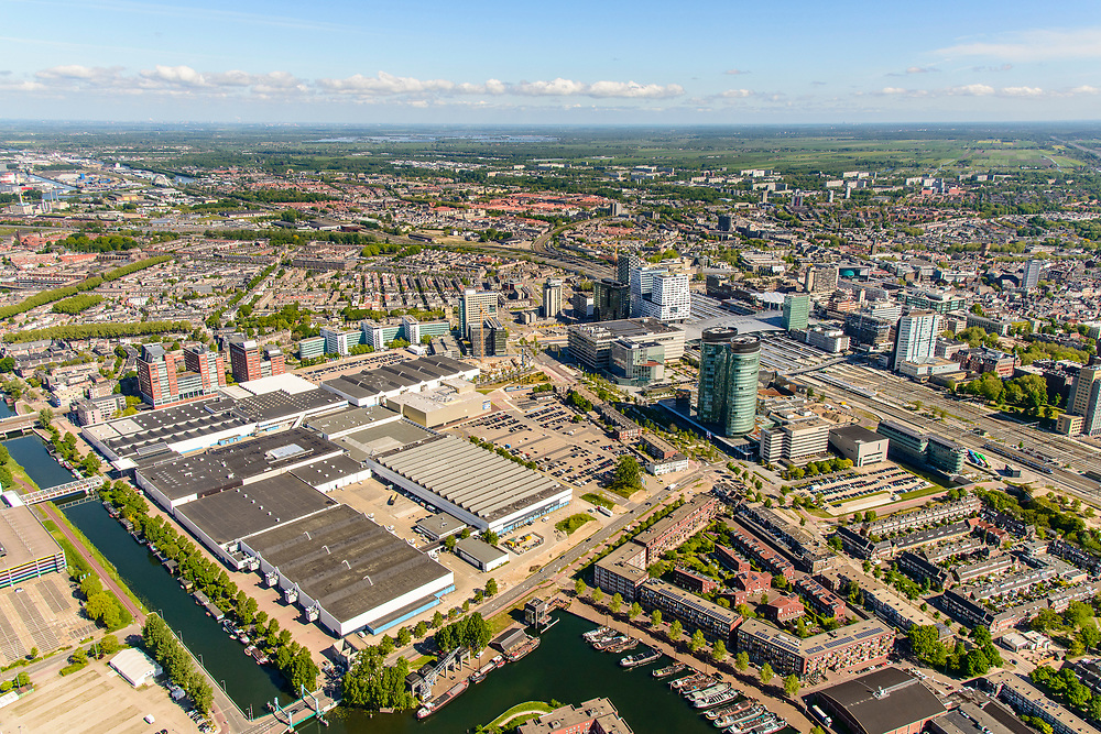 Nederland, Utrecht, Utrecht, 13-05-2019; overzicht Jaarbeurs Utrecht, met Station Utrecht Centraal  en Stadskantoor Gemeente Utrecht in de achtergrond.<br /> Jaarbeurs Utrecht and Utrecht Central Station and surroundings.<br /> <br /> luchtfoto (toeslag op standard tarieven);<br /> aerial photo (additional fee required);<br /> copyright foto/photo Siebe Swart