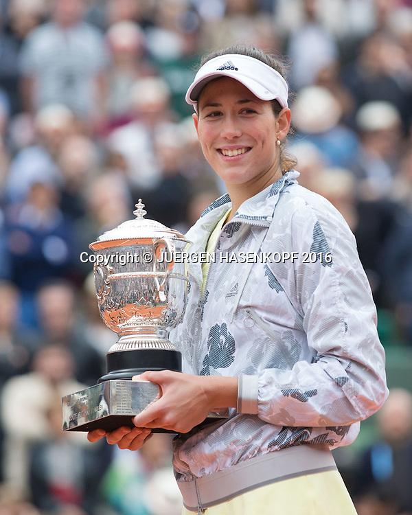 Siegerin Garbine Muguruza (ESP) mit Pokal,<br /> Siegerehrung,Praesentation,Damen Finale,<br /> <br /> Tennis - French Open 2016 - Grand Slam ITF / ATP / WTA -  Roland Garros - Paris -  - France  - 4 June 2016.