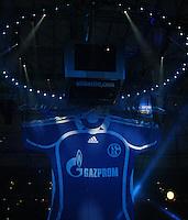 Fussball Internationales Freundschaftsspiel    Testspiel           FC Schalke 04 - Zenit Sankt Petersburg Praesentation des neuen Trikot mit Gazprom Hauptsponsor.