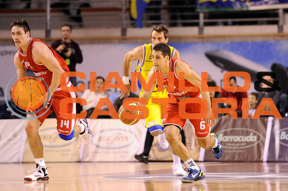 DESCRIZIONE : Ancona Lega A 2011-12 Fabi Shoes Montegranaro Cimberio Varese<br /> GIOCATORE : Rok Stipcevic<br /> CATEGORIA : palleggio penetrazione<br /> SQUADRA : Cimberio Varese<br /> EVENTO : Campionato Lega A 2011-2012<br /> GARA : Fabi Shoes Montegranaro Cimberio Varese<br /> DATA : 29/01/2012<br /> SPORT : Pallacanestro<br /> AUTORE : Agenzia Ciamillo-Castoria/C.De Massis<br /> Galleria : Lega Basket A 2011-2012<br /> Fotonotizia : Ancona Lega A 2011-12 Fabi Shoes Montegranaro Cimberio Varese<br /> Predefinita :