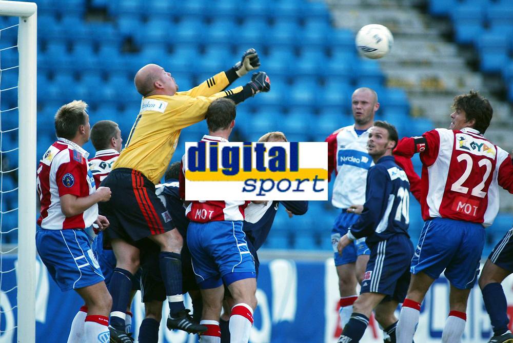 Fotball, 27. juni 2002. 3. runde NM herrer. Lyn - Pors 3-2.  Richard Johansson, Pors. bokser.
