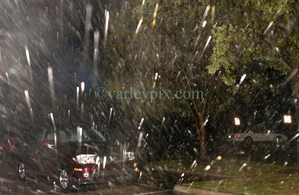 24 Sept, 2005.  Beaumont, Texas. Hurricane Rita <br /> <br /> Storm rains lash the parking lot of the Hotel Elegante in Beaumont as Hurricane Rita roars in in the early hours of Saturday morning.<br /> Photo; ©Charlie Varley/varleypix.com
