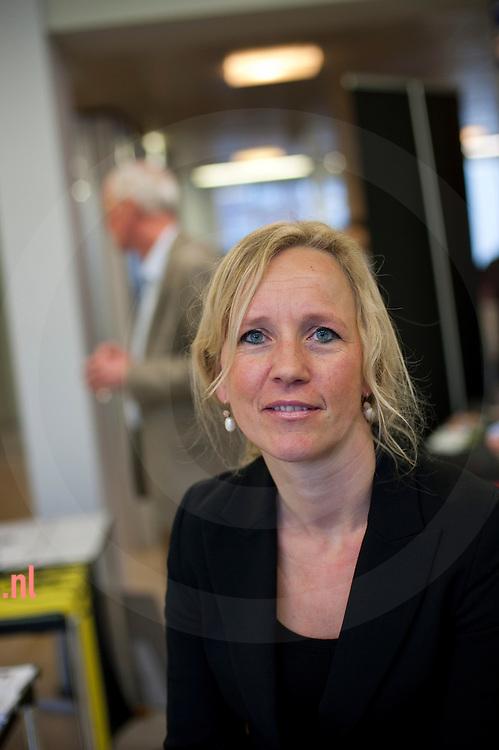 """Nederland, almelo, 23feb2012 Christa ten Hove van 'SCOOP"""" op de """"senioren voor almelo' vrijwilligersmarkt voor senioren in het stadhuiis van almelo"""