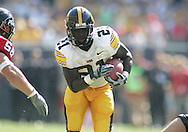 01 SEPTEMBER 2007: Iowa running back Albert Young (21) runs down field in Iowa's 16-3 win over Northern Illinois at Soldiers Field in Chicago, Illinois on September 1, 2007.