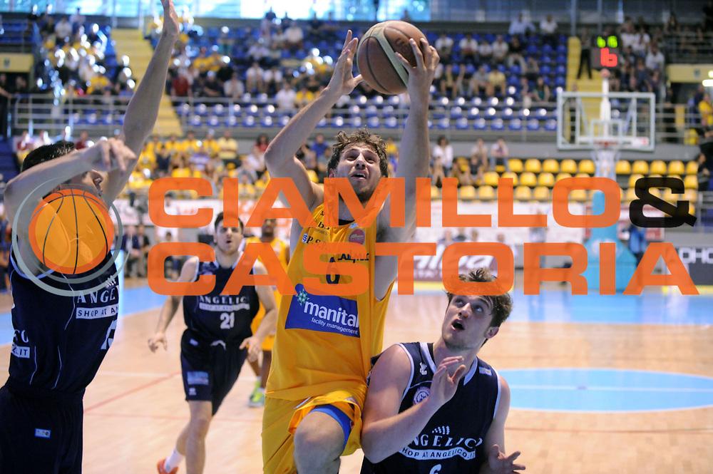 DESCRIZIONE : Torino LNP DNA Adecco Gold 2013-14 Manital Torino Angelico Biella Playoff Quarti di Finale<br /> GIOCATORE : Stefano Mancinelli<br /> CATEGORIA : Tiro Sottomano<br /> SQUADRA : Manital Torino<br /> EVENTO : Campionato LNP DNA Adecco Gold 2013-14<br /> GARA : Manital Torino Angelico Biella<br /> DATA : 11/05/2014<br /> SPORT : Pallacanestro<br /> AUTORE : Agenzia Ciamillo-Castoria/Max.Ceretti<br /> Galleria : LNP DNA Adecco Gold 2013-2014<br /> Fotonotizia : Torino LNP DNA Adecco Gold 2013-14 Manital Torino Angelico Biella Playoff Quarti di Finale<br /> Predefinita :