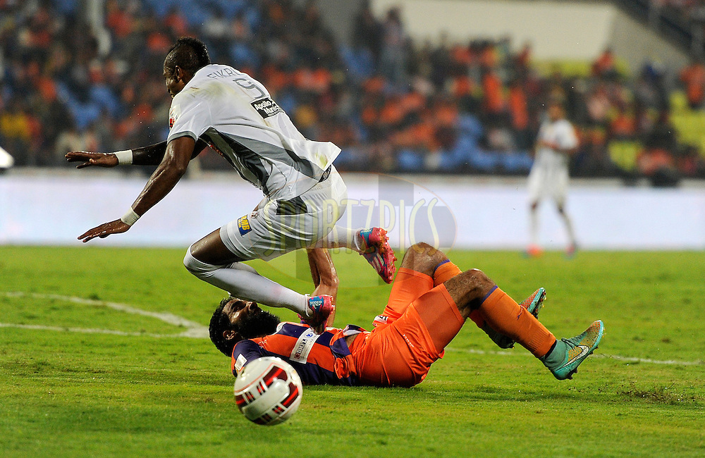 Fikru Tefera Lemessa of Atletico de Kolkata and Mehrajuddin Wadoo of FC Pune City during match 44 of the Hero Indian Super League between FC Pune City and Atletico de Kolkata FC held at the Shree Shiv Chhatrapati Sports Complex Stadium, Pune, India on the 29th November 2014.<br /> <br /> Photo by:  Pal Pillai/ ISL/ SPORTZPICS