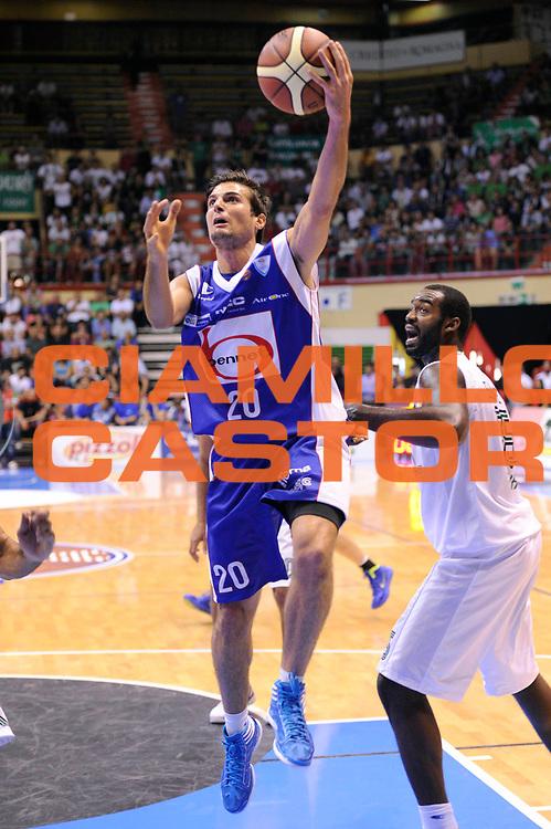 DESCRIZIONE : Forli Lega A 2011-2012 Supercoppa Italiana Montepaschi Siena Bennet Cantu<br /> GIOCATORE : Anbdrea Cinciarini<br /> CATEGORIA : tiro penetrazione<br /> SQUADRA : Bennet Cantu<br /> EVENTO : Supercoppa Italiana 2011<br /> GARA : Montepaschi Siena Bennet Cantu<br /> DATA : 01/10/2011<br /> SPORT : Pallacanestro <br /> AUTORE : Agenzia Ciamillo-Castoria/C.De Massis<br /> Galleria : Lega Basket A 2011-2012 <br /> Fotonotizia : Forli Lega A 2011-2012 Supercoppa Italiana Montepaschi Siena Bennet Cantu<br /> Predefinita :