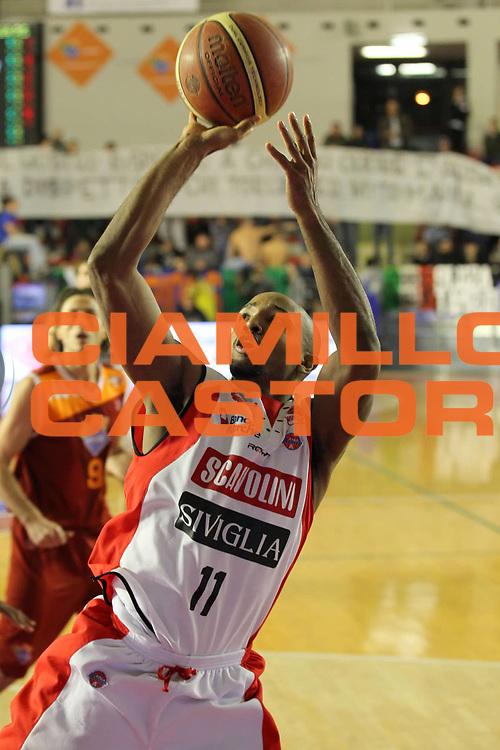 DESCRIZIONE : Roma Lega A 2011-12 Acea Virtus Roma Scavolini Siviglia Pesaro<br /> GIOCATORE : Richard Hickman<br /> CATEGORIA : tiro<br /> SQUADRA : Scavolini Siviglia Pesaro<br /> EVENTO : Campionato Lega A 2011-2012<br /> GARA : Acea Virtus Roma Scavolini Siviglia Pesaro<br /> DATA : 11/01/2012<br /> SPORT : Pallacanestro<br /> AUTORE : Agenzia Ciamillo-Castoria/ElioCastoria<br /> Galleria : Lega Basket A 2011-2012<br /> Fotonotizia : Roma Lega A 2011-12 Acea Virtus Roma Scavolini Siviglia Pesaro<br /> Predefinita :