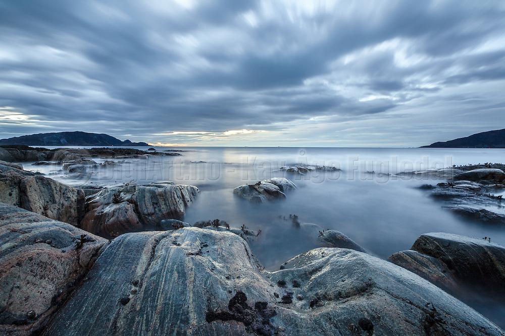 Seascapes at Hide, Gjerdsvik, Norway. Blurred skies and sea caused by long exposure | Kystlandskap fra Hide i Gjerdsvika. De slørete skyene og himmelen kommer fra lang eksponering.