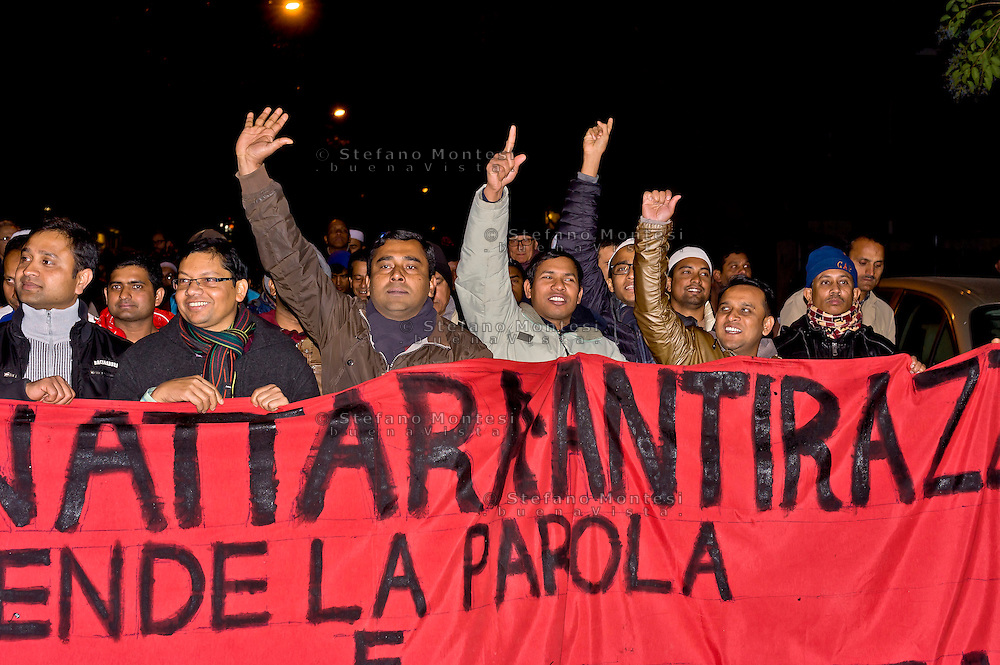 Roma 11 Dicembre 2015<br /> Manifestazione al quartiere multietnico di Tor Pignattara di immigrati,  italiani, musulmani, cristiani, induisti per la pace e la solidarietà tra i popoli contro il razzismo è l'integralismo.<br /> Rome December 11, 2015<br /> Demostration at the multi-ethnic neighborhood Tor Pignattara of immigrants, Italians, Muslims, Christians, Hindus for peace and solidarity among peoples against racism is fundamentalism.