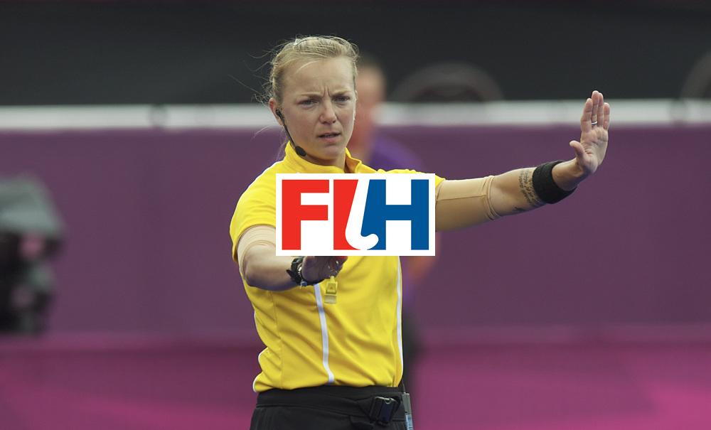 LONDON - Olympische Spelen 2012.women match.South Africa v New Zealand.foto: Umpire A. Hassick USA.FFU PRESS AGENCY COPYRIGHT FRANK UIJLENBROEK.