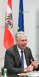 15.03.2016, Finanzministerium, Wien, AUT, Bundesregierung, Verhandlungen zum Finanzausgleich, im Bild Bundesminister für Finanzen Hans Jörg Schelling (ÖVP) // during negotiations according to redistribution of income in Vienna, Austria on 2016/03/15, EXPA Pictures © 2016, PhotoCredit: EXPA/ Michael Gruber