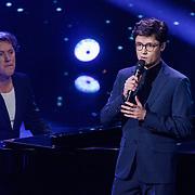 NLD/Hilversum/20190201- TVOH 2019 1e liveshow, optreden Dennis van Aarssen met achter de piano Jeroen Rietbergen