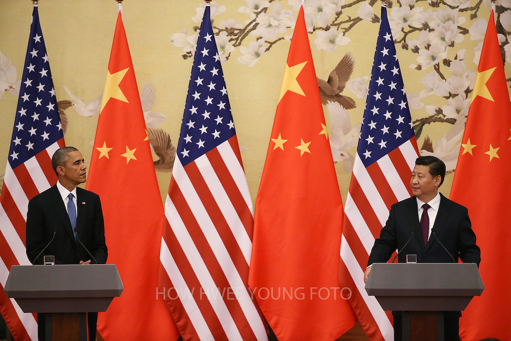epaselect epa04486013 US President Barack Obama (L) and Chinese President Xi Jinping (R) look at each other during a press conference at the Great Hall of the People (GHOP) in Beijing, China, 12 November 2014. Obama is in China to attend the Asia-Pacific Economic Cooperation (APEC) 2014 Summit and related meetings.  EPA/HOW HWEE YOUNG